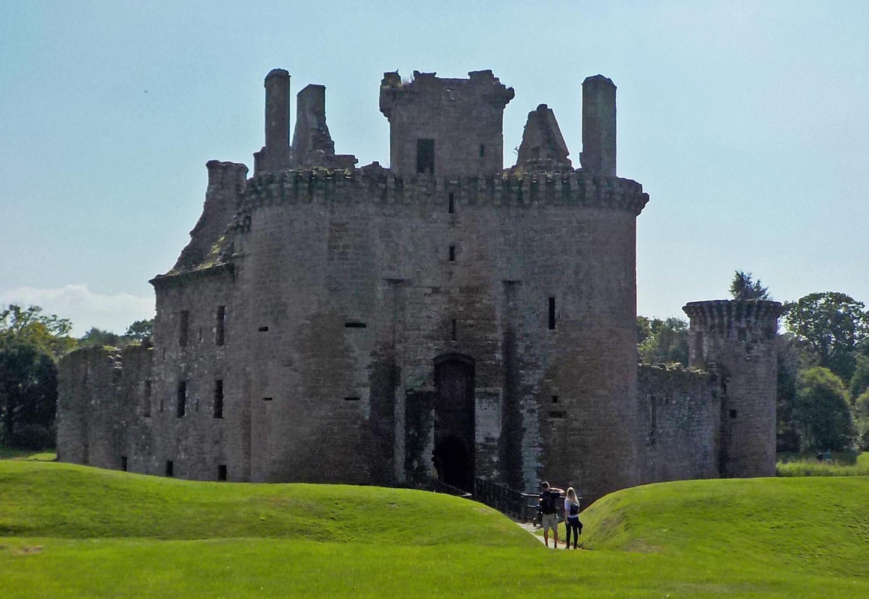 8.17.16 Caerlaverock Castle var-023