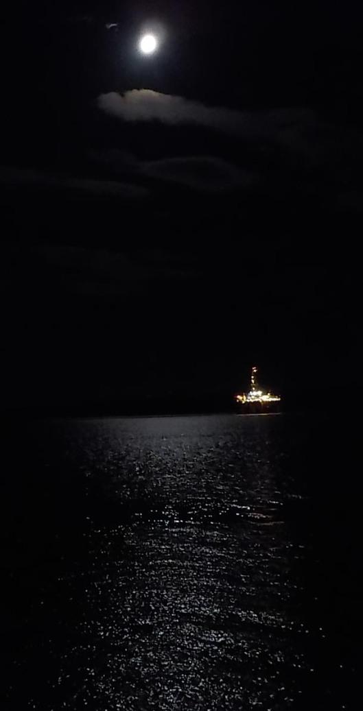 9-17-16-full-moon-over-oil-rig-003sm