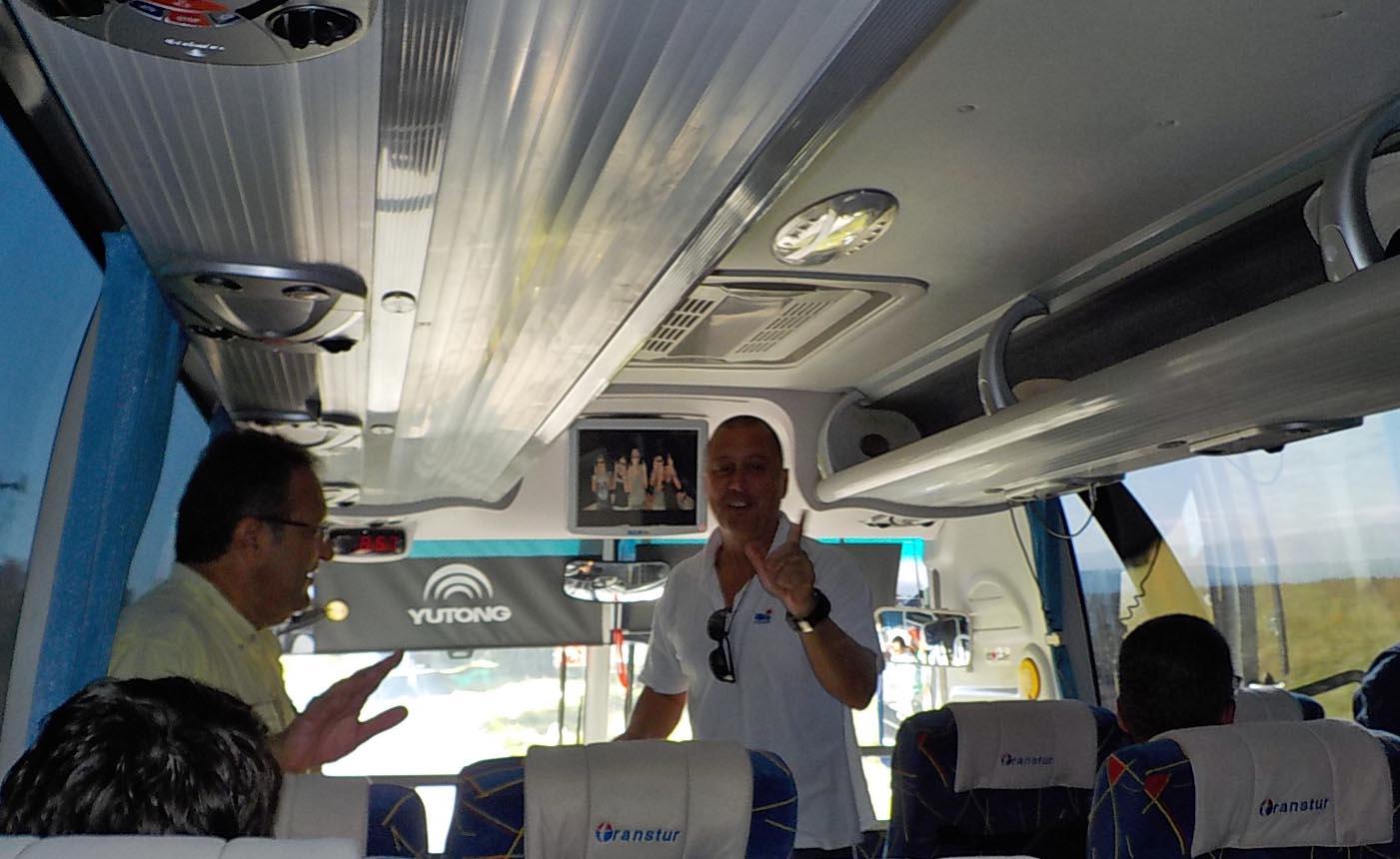 10-21-16-marlon-on-the-bus-karaoke-001