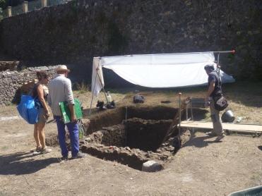 9.14.17 Pompeii excavaation Nocera necropolis-001